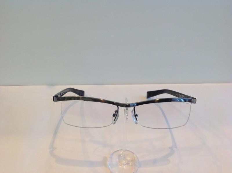 とんねるずの石橋貴明さんが、TV番組の中で使用していたメガネ『トニーセイム』