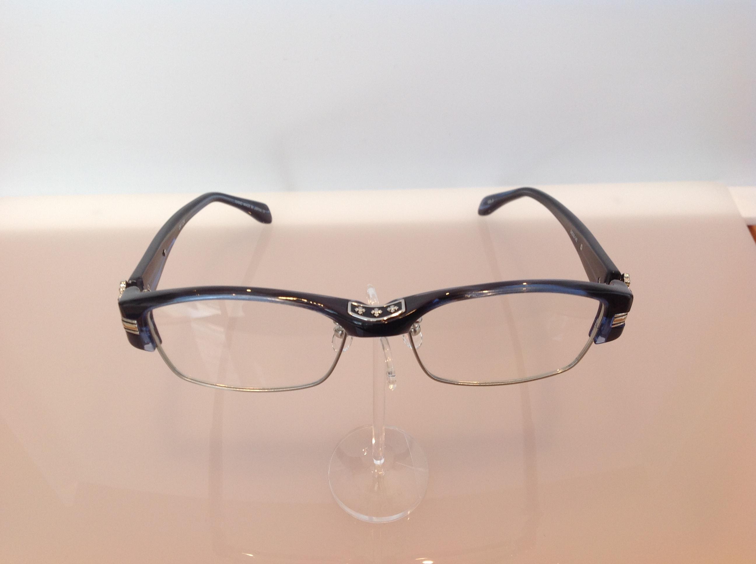 クロニックのメガネ