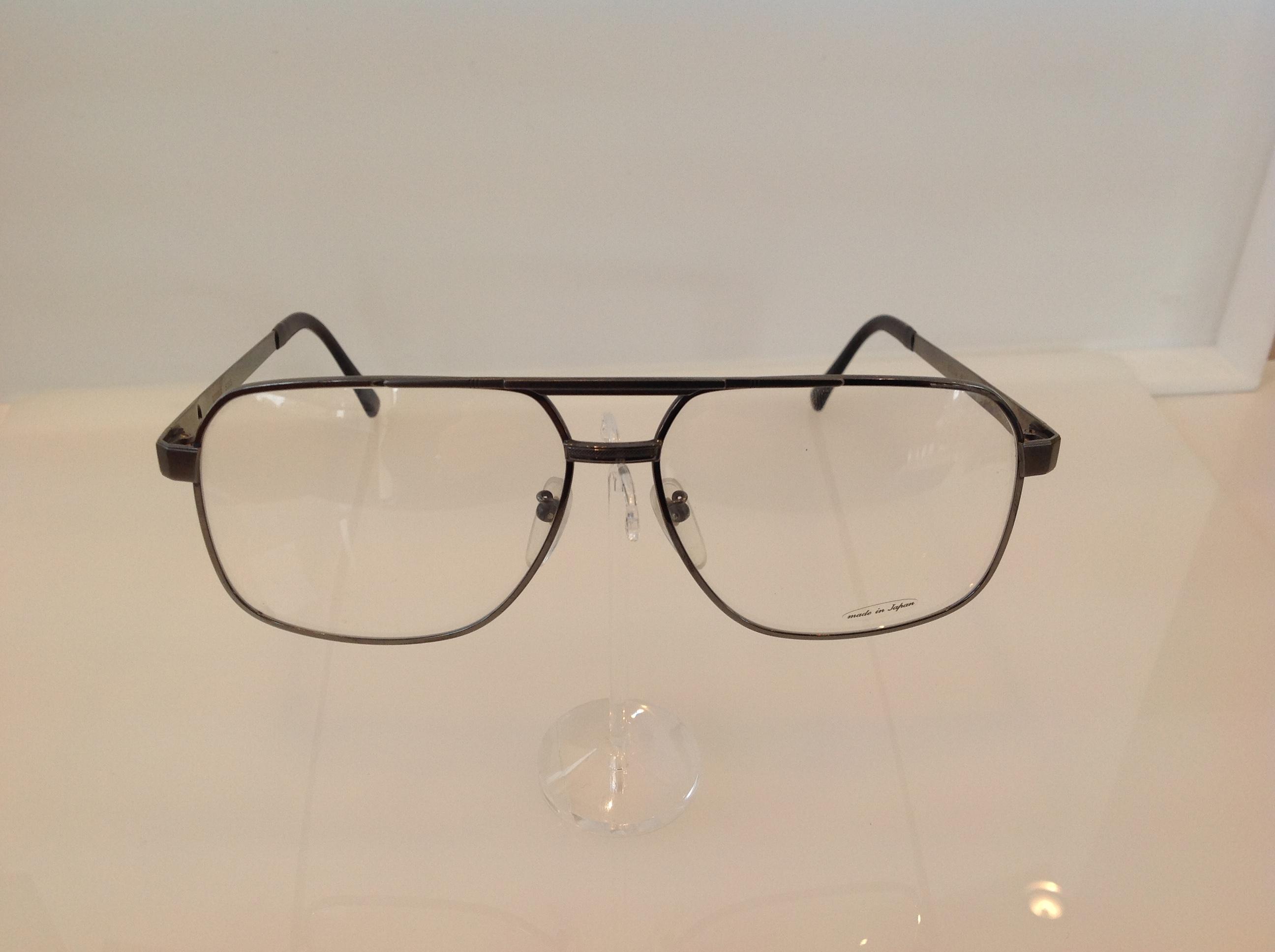 大きいサイズのメガネ