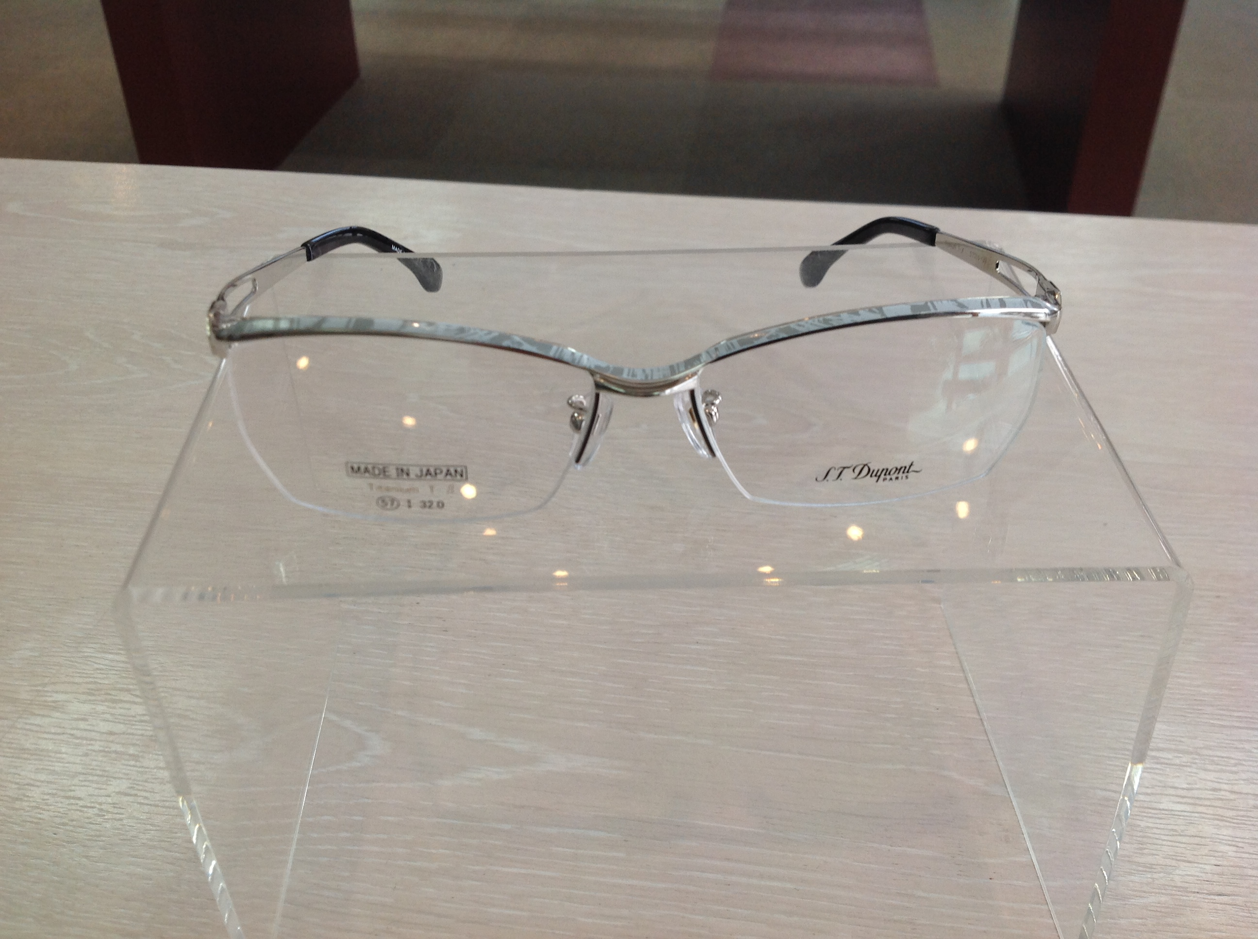 STデュポンのメガネ