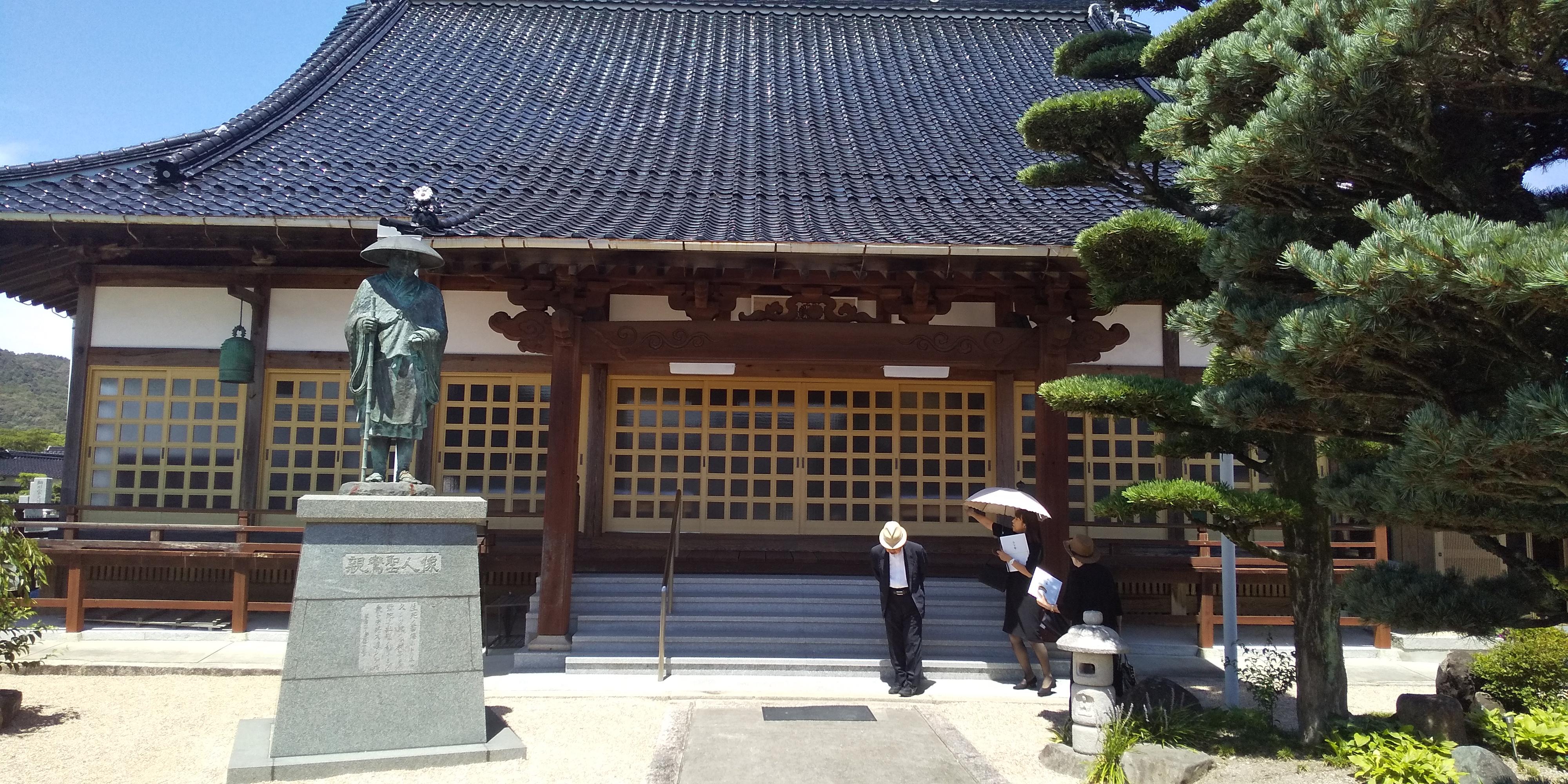 お寺での法要