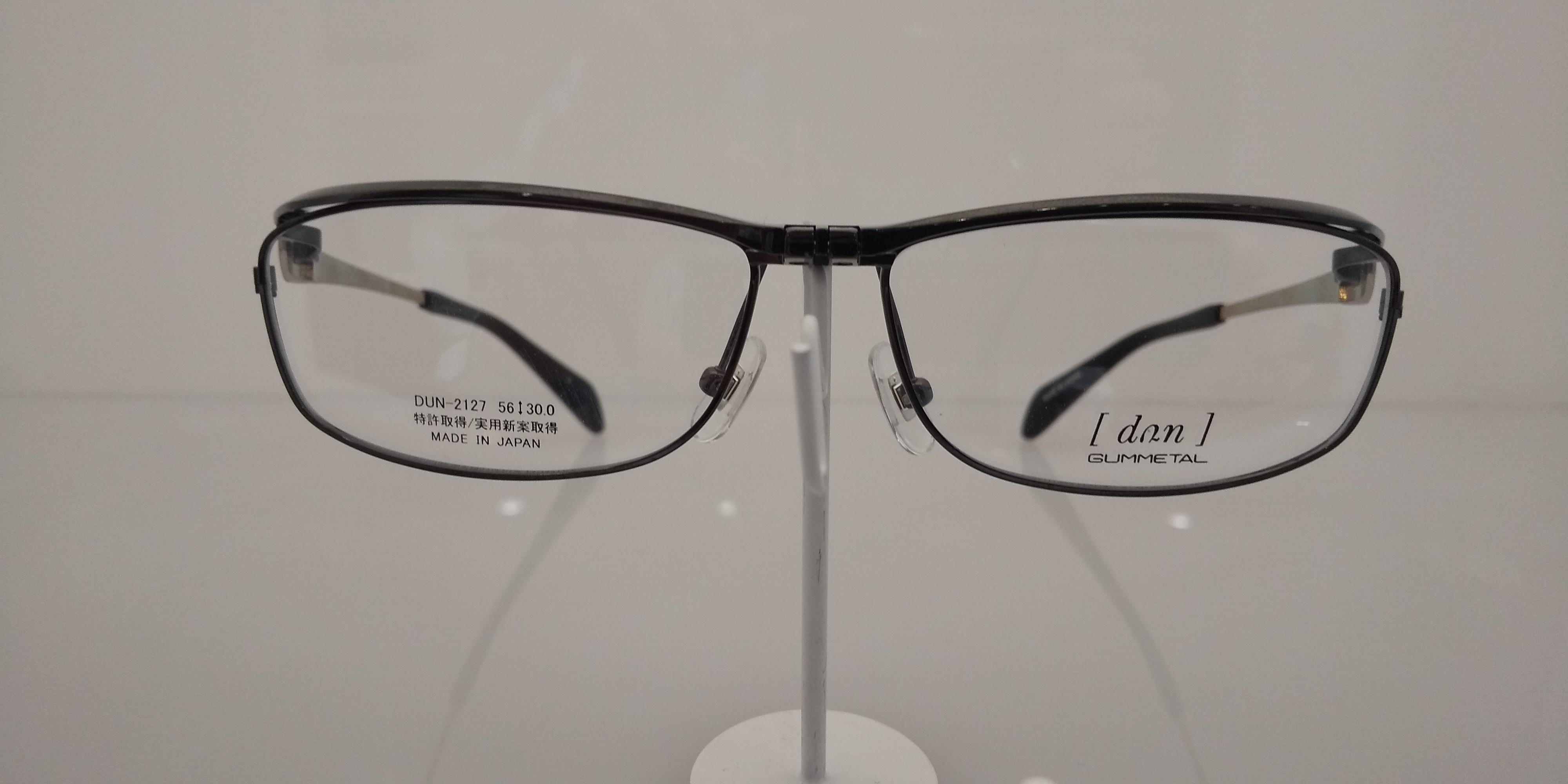 近くを見るときにメガネを外す方用のメガネ