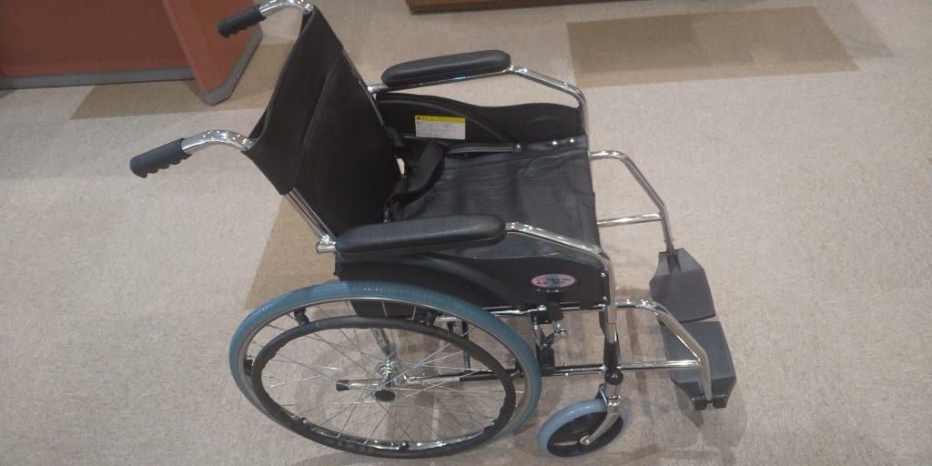 足の不自由な方用に車いすを準備しました。
