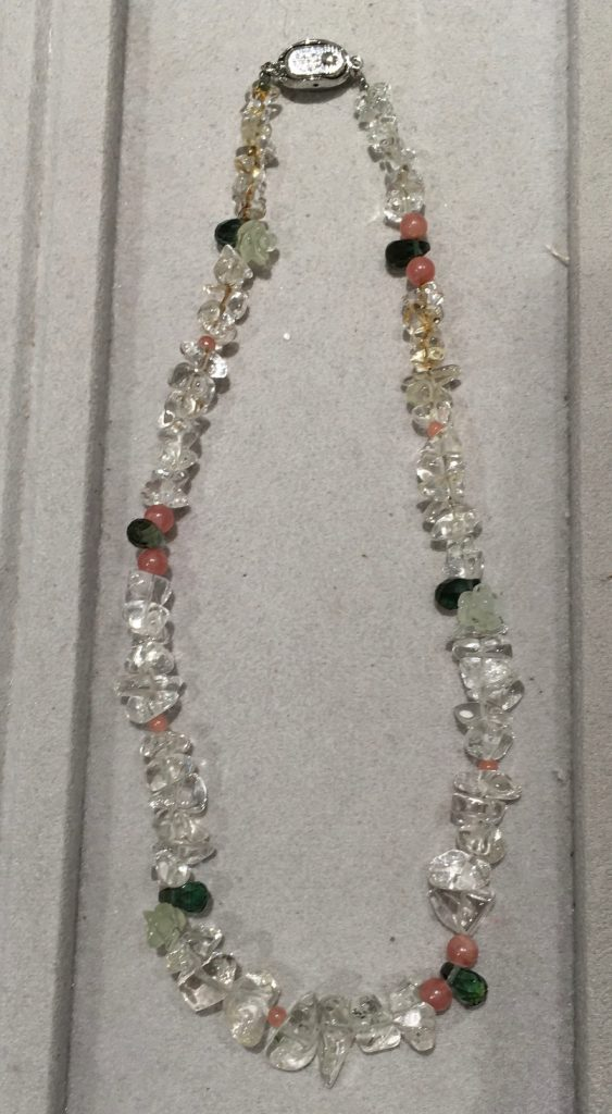 水晶のネックレスのリフォーム