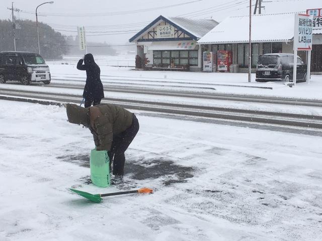 トム・フクダ阿知須本店、西岐波店 除雪作業